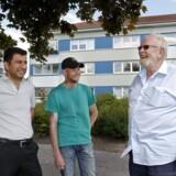 Randers har fået en ghetto i Nordbyen, fordi regeringen har ændret definitionen af begrebet. Her afd.formand Kaj Madsen (th) fra Jennumparken sammen med to beboere.