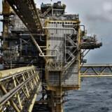 Regeringspartiet er klar til at tale med olieselskaberne, men har endnu ikke besluttet, hvad der skal ske med olie- og gasud-vindingen i Tyra-feltet.