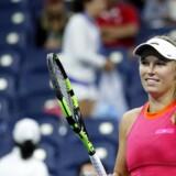 6-1, 7-5 lød cifrene mandag aften i USA. Wozniacki skal møde Ekaterina Makarova fra Rusland i anden runde.