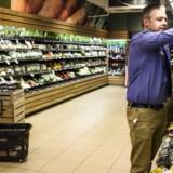 SuperBrugsen på Nørrebrogade i København er den dagligvarebutik i Danmark, der har det største salg af økologi i kroner. »Salget er virkelig eksploderet de seneste år, « siger uddeler Anders Lundgren Nielsen.