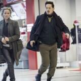 Fuld fart frem i Field's: Saga og Henrik (Sofia Helin og Thure Lindhardt) på morderjagt i shoppingcentret. Foto: Carolina Romare