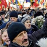 De omfattende protester på gaderne i Moldovas hovedstad, Chisiniau, har samlet partier fra begge fløje under slagord mod rigmandsvælde og milliardkorruption.