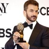 Michael Aronov, der spiller en israelsk diplomat i stykket, vandt også en pris for bedste mandlige birolle. Det er hans anden rolle på Broadway.