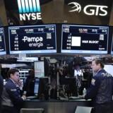 Arkivfoto.De europæiske aktier endte i positivt terræn tirsdag, og det britiske FTSE 100-indeks ramte rekordniveau for niende handelsdag i træk.
