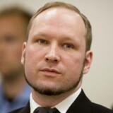 Ifølge en tysk dokumentar blev Anders Breivik stoppet med våben, men norsk politi fik intet af vide.