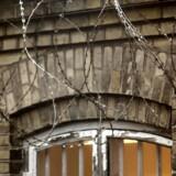 Søren Pind (V) vil gøre det markant sværere at smugle mobiltelefoner ind i fængslet.