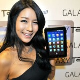 En model viser Samsungs Galaxy Tab. Arkivfoto: Jung Yeon-Je, AFP/Scanpix