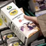 Selv om salget af økologisk mælk er stigende, er mange landmænd tilbageholdende med at lægge om.