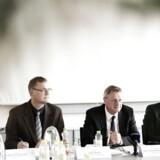 Hans Jørgen Whitta-Jacobsen præsentere vismandsrapporten på et pressemøde. Rapporten fokuserer på emnerne konjunkturvurdering, offentlige finanser og indkomstoverførsler med fokus på kontanthjælp.
