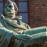 »Hvad har man, hvis man ikke er i stand til at kritisere egen religion, som det er tilfældet med islam? En ikke-dynamisk, ikke-udfordret, ikke-udviklende størrelse. Det går ikke. I dag ser vi konsekvensen for islam, som netop er en stagnerende størrelse. Kristendommen har formået at udvikle sig via reformation og derved overhalet den stagnerende islam.« På billedet en statue af Martin Luther.