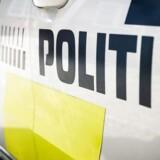En 30-årig svæver mellem liv og død, efter at han søndag formiddag kørte ind i en lygtepæl syd for Silkeborg