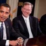 Præsident Barack Obama sammen med Googles topchef Eric Schmidt og Jetblues topchef David Barger ved et møde i januar. Foto: Brendan Smialowski, EPA/Scanpix