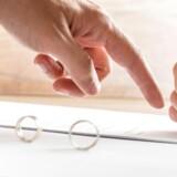 Min kærestes ekskone vil ikke skrive under på skilsmissepapirerne. Hvad kan man så gøre, når man gerne vil skilles? Foto: Iris.