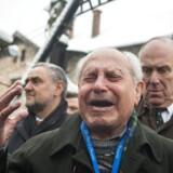 Det er tirsdag 70 år siden, koncentrationslejren Auschwitz blev frigjort. Det bliver mindet ved et stor ceremoni på den tidligere kaserne.Her er det Mordechai Ronen, som overlevede Auschwitz koncentrationslejren, der er overvældet af følelser, da han igen træder indenfor.Klik videre for at se flere billeder fra ceremonien.