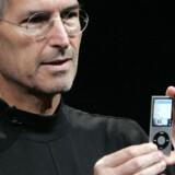 Applestifter Steve Jobs med den nye iPod Nanno.