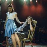"""Kira Skov og Sofia Nolsøe er med til at sørge for amerikansk stemning i Johhny Cash-teaterkoncerten """"American Spirit"""". Foto: Rumle Skafte."""