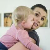 Nybagte mødre og gravide kvinder vil være trimmet og i superform. Endnu et led i tendens om at optimere på alle fronter og også dyrke sin krop. Det vælter ud med bøger, der leverer træningsguides for gravide og nye mødre, ligesom der afholdes bootcamps for gravide. Sarah Galan har skrevet bog om mor og baby der skal være i topform. Hun er selv mor til Isabel på 16 måneder. Onsdag den 18. november 2015.