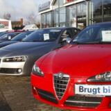 Det blivere billigere at forsikre bilen nu, siger forsikringsdirektører.