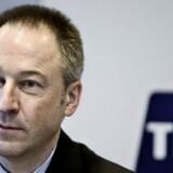 Det er for tidligt for koncerndirektør i TDC Jens Alder at sætte »Til salg«-skiltet op, mener flere eksperter.