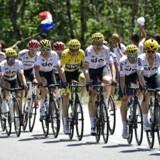 Danmark vil rigtig gerne lokke cykelløbet Tour de France til København og byer som Roskilde, Odense og Sønderborg i 2021 – og har pæne chancerne for at lykkes med det, mener britisk cykelekspert. Her ses et billede fra Tour de France 2017.
