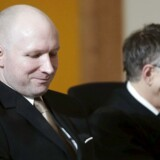Anders Behring Breivik sammen med sin advokat, Øystein Storrvik.