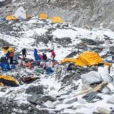 Basecamp set dagen efter den voldsomme lavine.