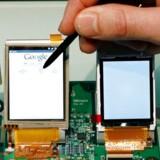 Og hvad er så dette? Jo, det er faktisk prototypen på Googles meget omtalte Android-mobiltelefon.