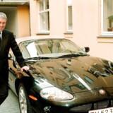 Advokat John Korsø Jensen med sin syvende Jaguar.