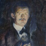»Selvportræt med cigaret« fra 1895 træder Munch selvbevidst frem af mørket, i disse år er han på vej ind på den internationale kunstscene og en del af bohememiljøet i Berlin.