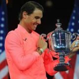 Arkivfoto. Rafael Nadal er bedre end nogensinde, mener Mats Wilander, som ser spanieren slå Federers grand slam-rekord.