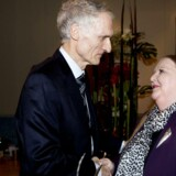 Bertel Haarder fik i januar 2014 overrakt Berlingske Fonds hæderspris af Lisbeth Knudsen. Her er de to ved prisuddelingen,