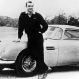 Navnet er Martin, Aston Martin. Og bilmærket, som James Bond - alias skuespilleren Sean Connery - gjorde kendt allerede her i »Goldfinger« fra 1964, topper stadig listen over de bedste varemærker. Foto: Scanpix