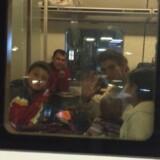 Den syriske familie er sikkert placeret i toget på vej til Malmø. Privatfoto.