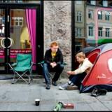 Lanceringen af iPhone i Danmark betød lange køer og folk, der overnattede foran Telias butikker.