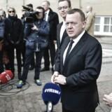Lars Løkke præsenterer ministerrokade foran Amalienborg.