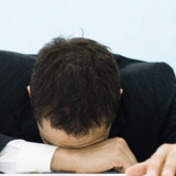 - Vi har i det moderne samfund set en gradvis reduktion i gennemsnittet for, hvor  længe folk sover om natten. Dette mønster er mest udbredt blandt mennesker med  fuldtidsarbejde« siger professor Francesco Cappuccio, leder af den  samfundsmedicinske afdeling på universitetet i Warwick.