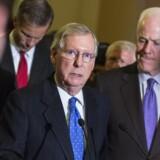 Mitch McConnell (t.v.) sammen med en anden republikansk sværvægter i Kongressen, senator John Cornyn, Texas. Foto: Joshua Roberts/Reuters