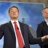 Den svenske telegigant Ericssons nye topchef, Hans Vestberg (til højre), fortsætter nedskæringerne, som han arvede efter sin forgænger, Carl-Henric Svanberg (til venstre). Foto. Reuters/Scanpix