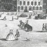 Folkeliv på Amagertorv i 1740erne. I forgrunden promenerer et fornemt par, hvor konen lever op til tidens mode og tydeligvis er iklædt fiskeskørter under den omfangsrige kjole. Ill.: Sv. Cedergreen Bech: Københavns historie gennem 800 år