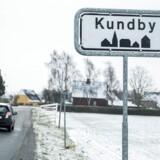 Den varetægtsfængslede pigen og hendes mor, der flyttede til Kundby i sommer, har ifølge naboerne holdt sig meget for sig selv.