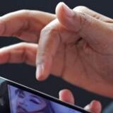 Indehaverne af mobile enheder fra Apple har tøvet med at tage den nye version af selskabet styresystem iOS 8 i brug.