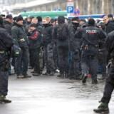 Hvis kriminalpolitiet i Sachsen havde regnet med, at de bare kunne læne sig tilbage i deres nyindkøbte mandskabsvogn, tog de fejl. EPA/ARNO BURGI