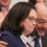 Gruppeformand Andrea Nahles og partiformand Martin Schulz fik en sejr, da de tyske socialdemokrater søndag besluttede sig for at optage regeringsforhandlinger med Angela Merkel. Men de tyske socialdemokrater står fortsat over for store udfordringer og en »massiv tillidskrise«, der kan give bølgegang i Europa.