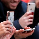 Med 5G vil man kunne sende og hente film, billeder og musik meget hurtigere, og datakrævende ting som »virtual reality«, hvor man med særlige briller på f.eks. kan gå på opdagelse i digitale spilverdener, vil køre over mobilforbindelsen uden at hakke.