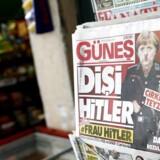 Merkel anvender 'nazimetoder', lyder Erdogans anklage. Tyrkiske medier portrætterer Merkel som nazist efter aflysning af planlagte ministerbesøg i Tyskland
