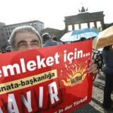 Tyrkiske vælgere i Tyskland risikerer at blive udspioneret. Den tyske statsadvokat har nu åbnet for efterforskning af tyve tyrkiske agenter, der mistænkes for at indsamle oplysninger om Erdogan-kritikere.