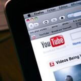 Hvis dansk indhold vises på det Google-ejede YouTube, skal YouTube ikke betale afgift. Hvis dansk indhold vises på TV, skal TV-leverandørerne derimod betale en afgift, som skal sikre, at der kan produceres mere dansk indhold. Arkivfoto: Loic Venance, AFP/Scanpix