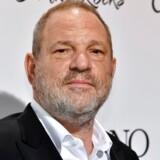 Harvey Weinstein blev søndag fyret af The Weinstein Company, som han selv har grundlagt med sin bror.