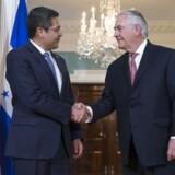 Tillerson er en travl mand som udenrigsminister. Men han har langt færre diplomater lige nu end sin forgængere. Ministeriet skal spare 28 procent.