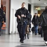 Politiet er massivt til stede lufthavnen i København.
